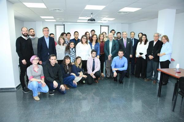 Una veintena de jóvenes de Getafe prepara su salida al mercado laboral en el programa pionero '20+Tú'