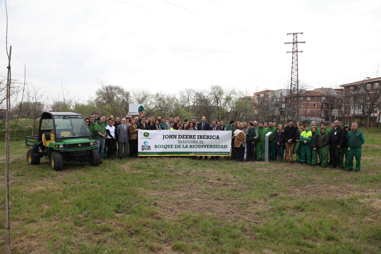 John Deere Ibérica inaugura la plantación de árboles en el bosque de la biodiversidad