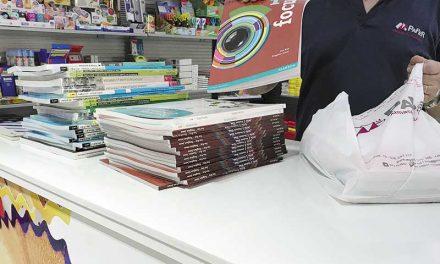 Getafe consolida las becas de 200.000 euros para libros y material escolar