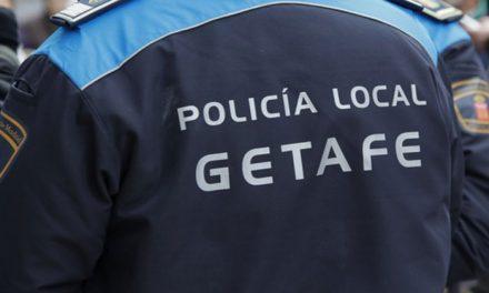 Policías de Getafe salvan la vida de una anciana en el incendio de su casa