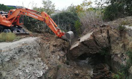 El Ayuntamiento de Pinto derriba un puente del Arroyo Culebro por peligroso