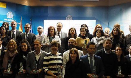 El Ayuntamiento de Getafe recibe dos premios de la FEMP por buenas prácticas municipales de prevención del absentismo y el acoso escolar