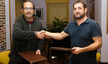 Firmados los convenios deportivos con los clubes Pintobasket y Balonmano Pinto