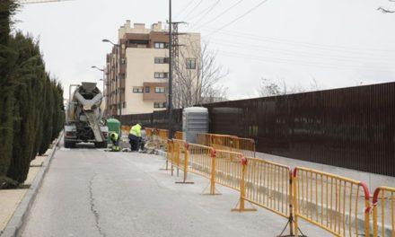 Comienzan las obras de creación de una acera peatonal en la calle Terradas
