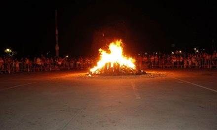 La tradicional hoguera de San Juan iluminará el barrio de Juan de la Cierva en la noche del sábado