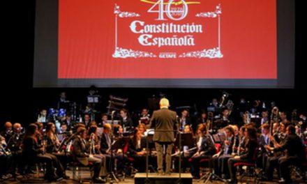 La alcaldesa apunta al espíritu de 1978 en la celebración del 40 aniversario de la Constitución