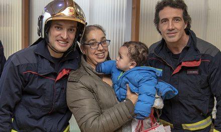 Los bomberos de la Comunidad de Madrid visitaron a los niños ingresados en el Hospital Universitario de Getafe