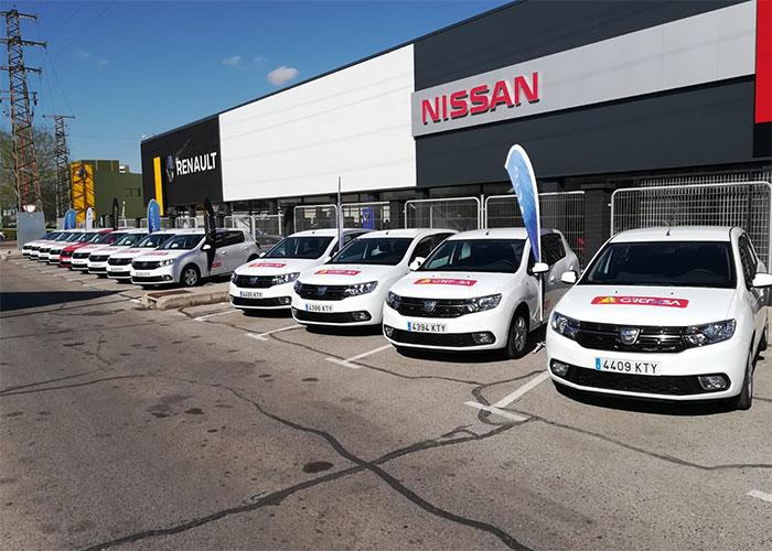 Renault Autosae entrega una flota de trece Dacia Sanderos a la empresa local Comendador 5 y Romtur, especialista en distribución de la marca GREFUSA