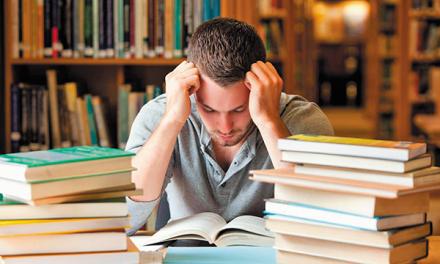 El horario ampliado para preparar exámenes se traslada a la Biblioteca Javier Lapeña